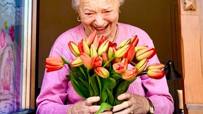Blumen und Gemälde für Senioren Görlitz