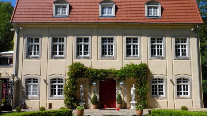 altes-schloss-Kunnersdorf-Eingang