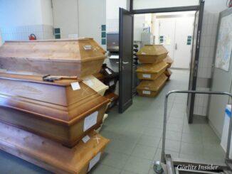Saerge-im-Gang-des-Krematorium-Goerlitz-30.12.2020